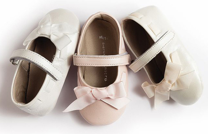 White ballerina shoes with organza ribbon front bow